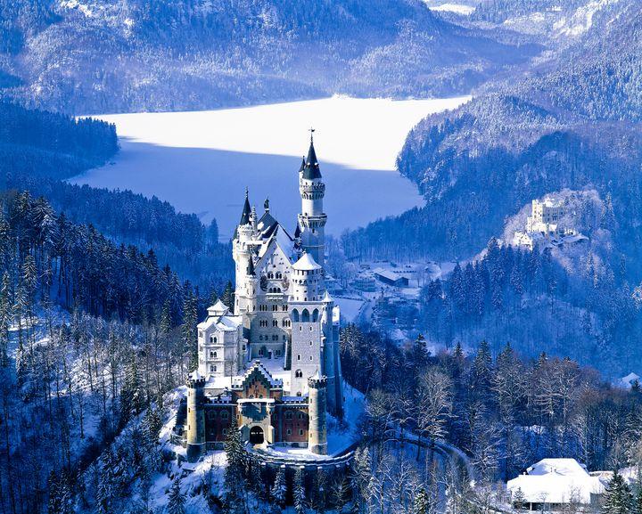 ディズニーのお城のモデルになったと言われている世界の古城8選をご紹介