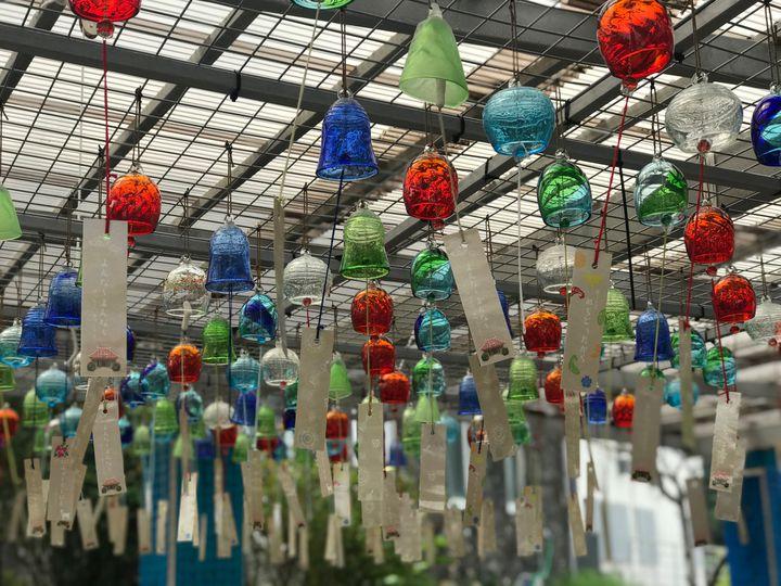 輝く美しい彩り!沖縄「琉球ガラス村」で体験したい5つのこと