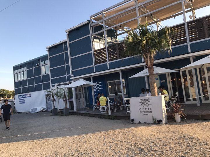 海外リゾート気分に浸れる!兵庫県にある海辺のカフェがお洒落すぎると話題