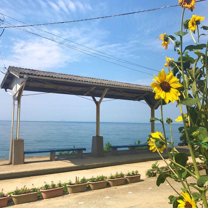 """愛媛観光の新名所!海に近すぎる""""下灘駅""""は実際に行ってみたら圧巻の絶景だった"""
