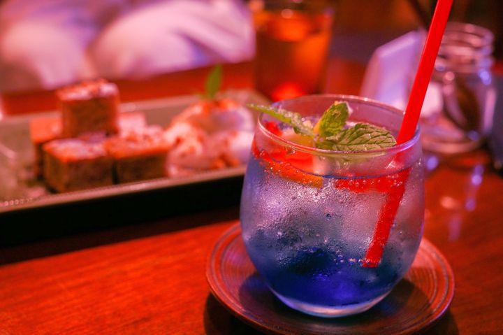 目からひんやり飲んでひんやり。「金魚鉢ソーダ」のある全国のカフェ10選