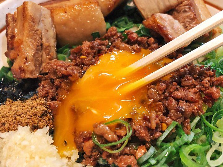"""混ぜ混ぜトロっ、なモチモチ世界。東京都内の""""美味しすぎてご麺ね""""な台湾そば7選"""