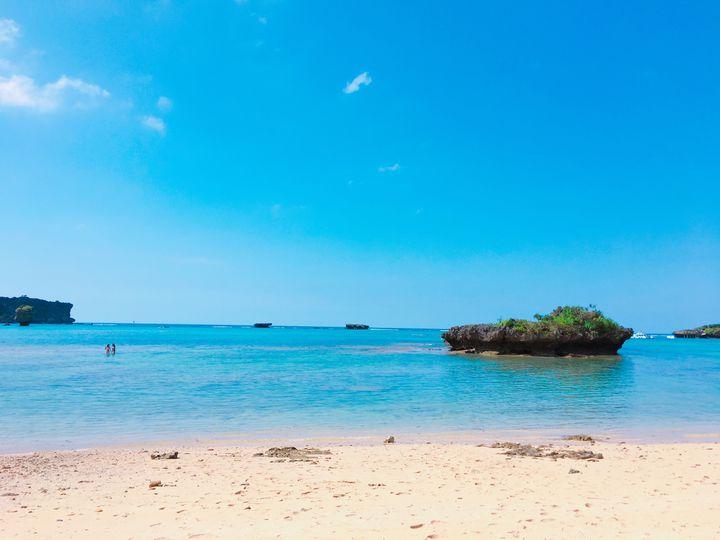 """白い砂浜と青い海!""""沖縄本島""""の絶対に外さない10のビーチはこれだ"""