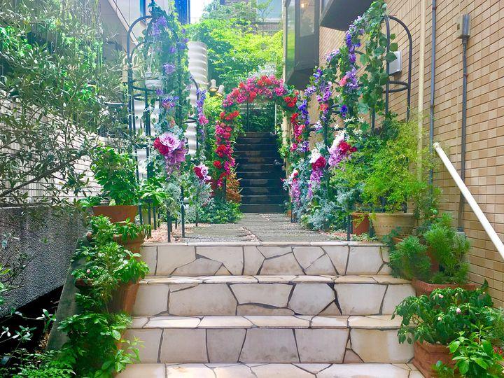 お花に囲まれた一軒家風のレストラン!代官山「ラブレー」でランチ女子会がしたい