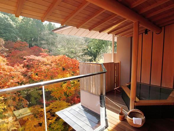"""これぞ最高の秋の贅沢。日本全国の""""紅葉が楽しめる絶景宿""""12選"""