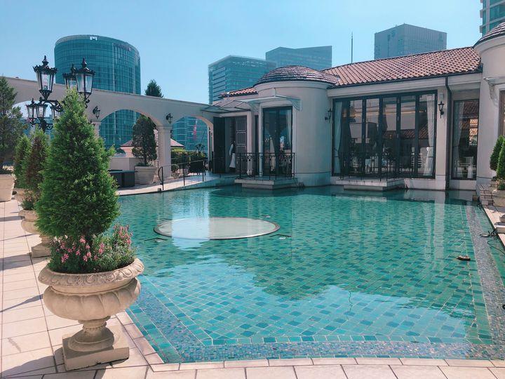 気軽に海外リゾート気分!プールやビーチがある東京近郊のレストラン10選