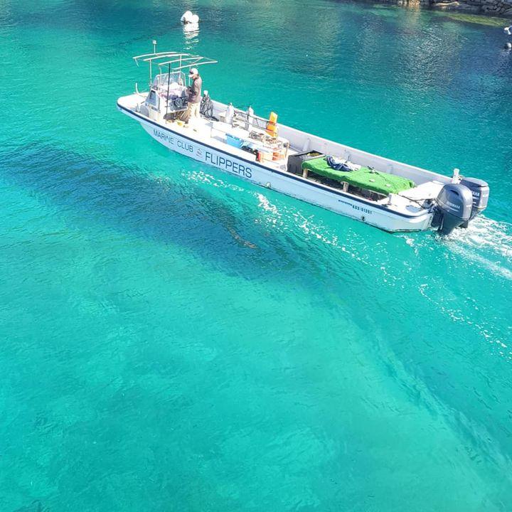 ヨーロッパ?ではなく日本!船が宙に浮いて見える「柏島」のビーチが美しすぎる
