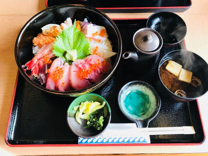 海の幸をたっぷり味わおう!関西に来たら食べるべき海鮮丼7選