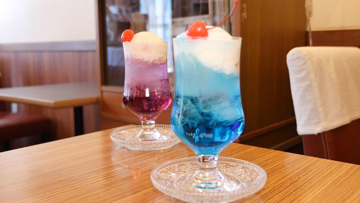 知ってるあなたは上級者。東京都内で飲める「青色クリームソーダ」12選