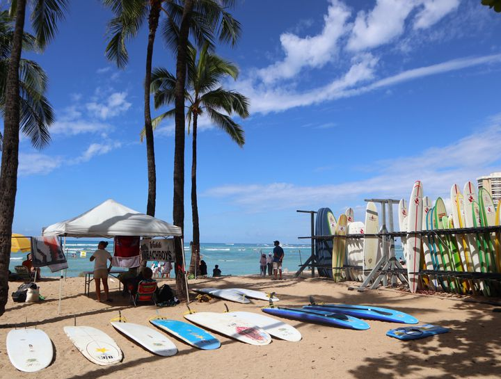 いつもと違った旅に!旅先でサーフィンができる国内外のスポット7選