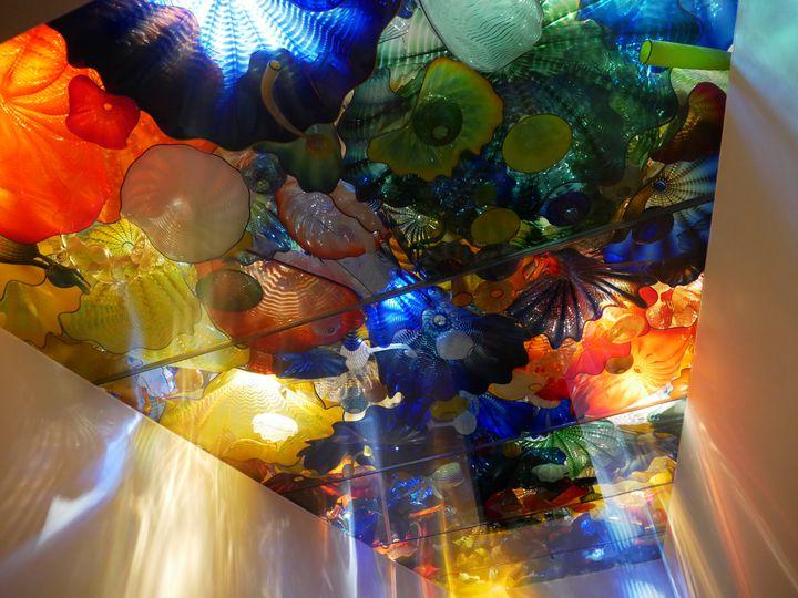 幻想的すぎる、異空間。「富山市ガラス美術館」で目も眩むほどの美しさに包まれたい