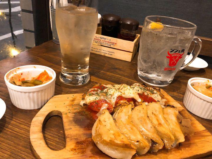 もうお箸がとまらない。東京都内のジューシーな「餃子食べ放題」のお店7選