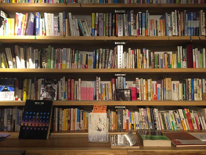 """一人で落ち着きたい時に。東京都内の""""おしゃれブックカフェ""""17選"""