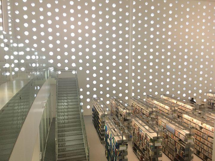 金沢の新名所!あのCMにも使われた「金沢海みらい図書館」の見どころ