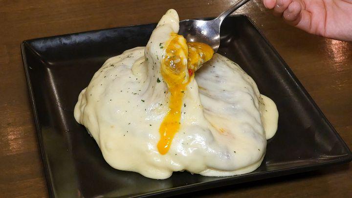 チーズとカレーの最強コラボ。原宿「みのりんご」のキーマカレーに食欲が止まらない!