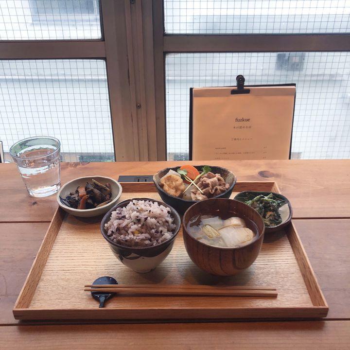 とことん制限された自由空間。本の読めるカフェ「fuzkue」で至福のひとり時間を