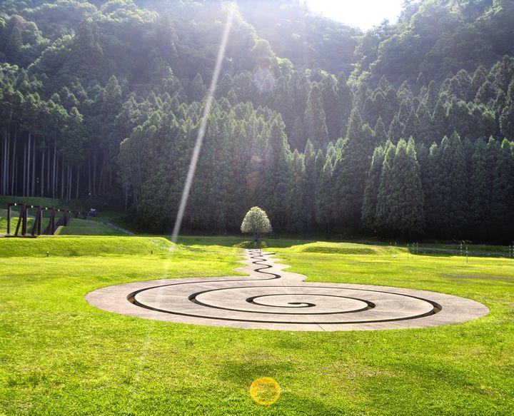 関西で注目のアートスポット。「室生山上公園芸術の森」がシュールすぎる