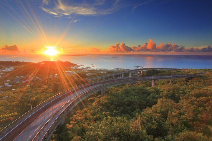 """よそ見運転に注意!沖縄の絶景ドライブができる""""美しすぎる橋""""7選"""