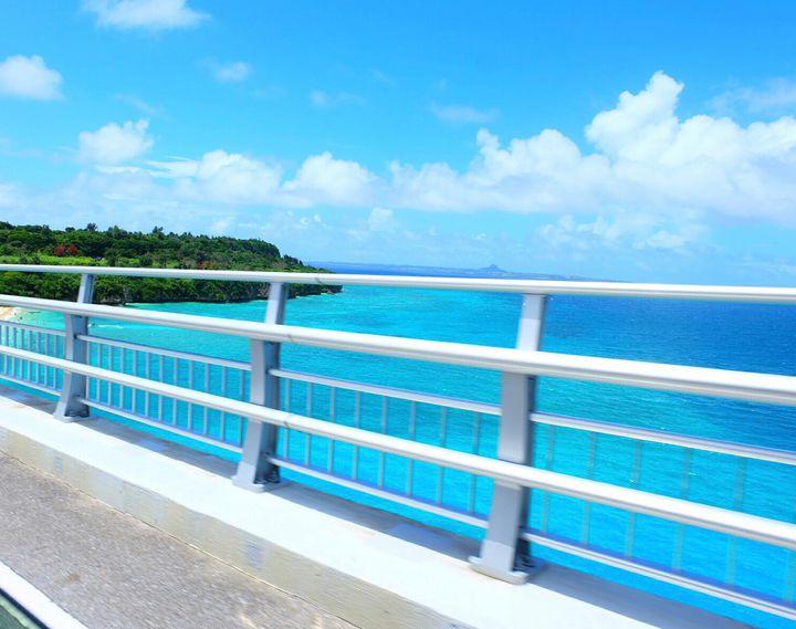 """海のそばを走ろう!沖縄旅行に欠かせない""""ドライブで走りたい""""絶景橋8選"""